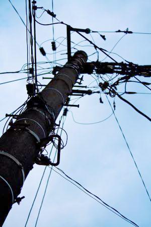 電柱の広告からは欠陥住宅率が高いので注意が必要