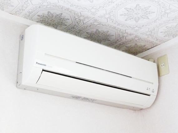 エアコンの取り付け穴が原因の欠陥住宅事例
